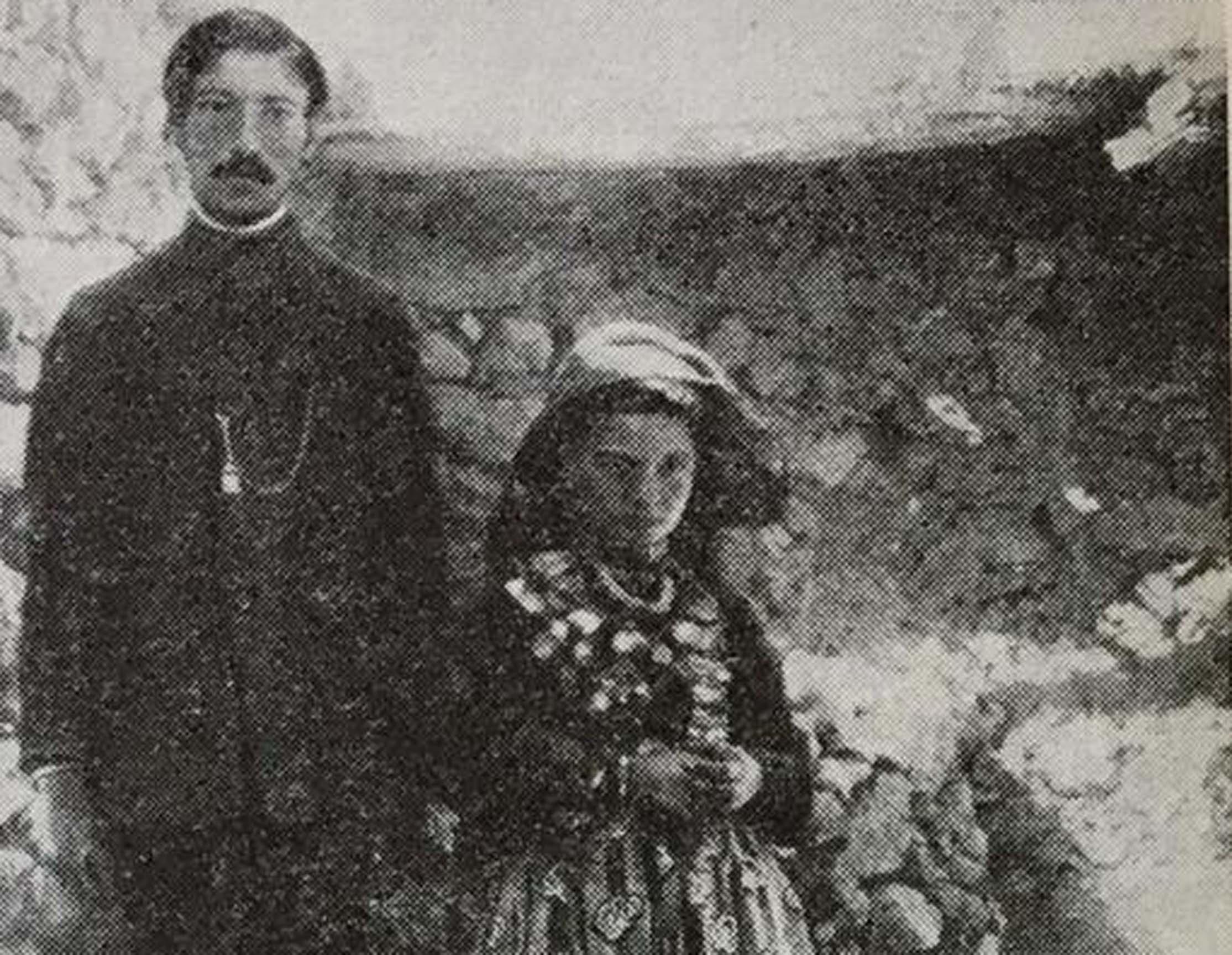 Iosef Abgarovich Orbeli'nin kitabında yayınladığı resim: Ermeni çift, damat 19, gelin 11 yaşında